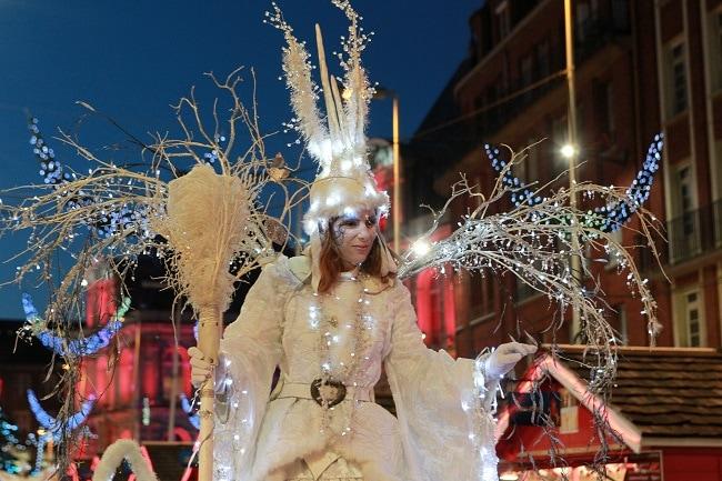 parade sur le marché de Noël d'Amiens