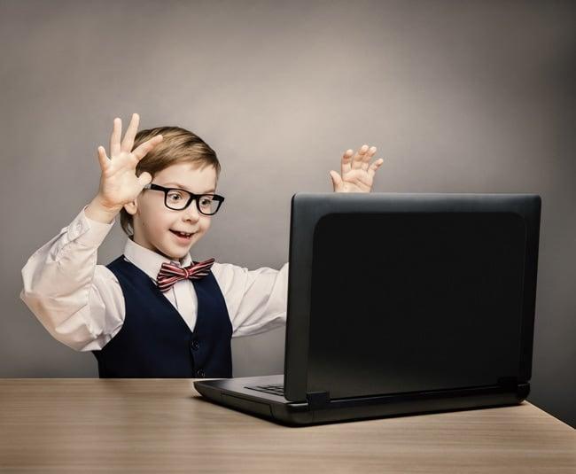 comment protéger les yeux des enfants des écrans