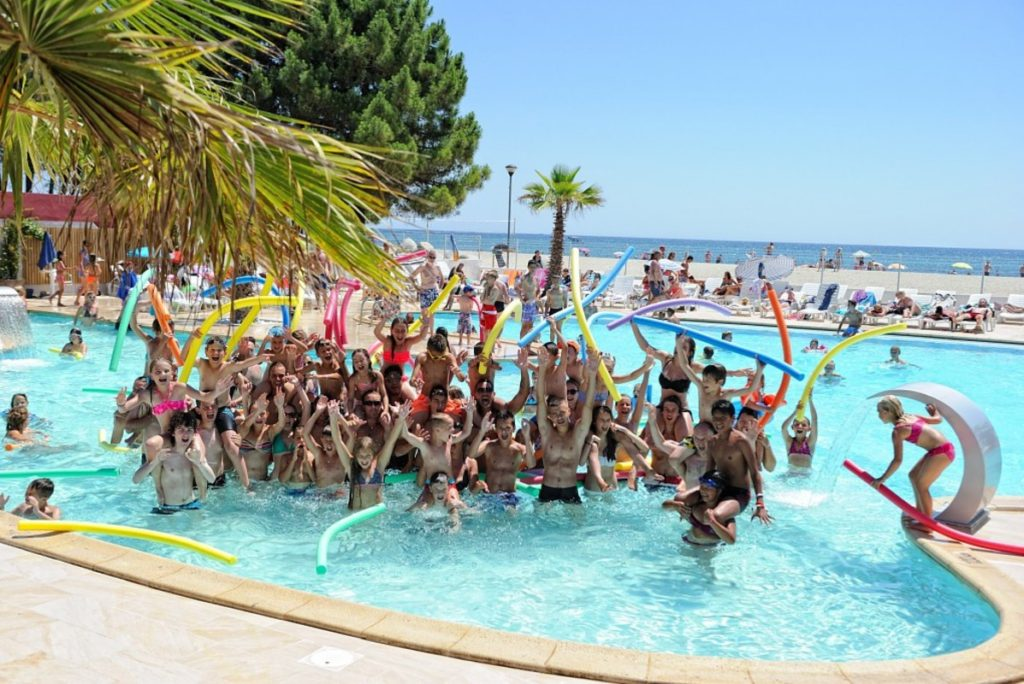 Camping club Homair en bord de mer, club ados piscine