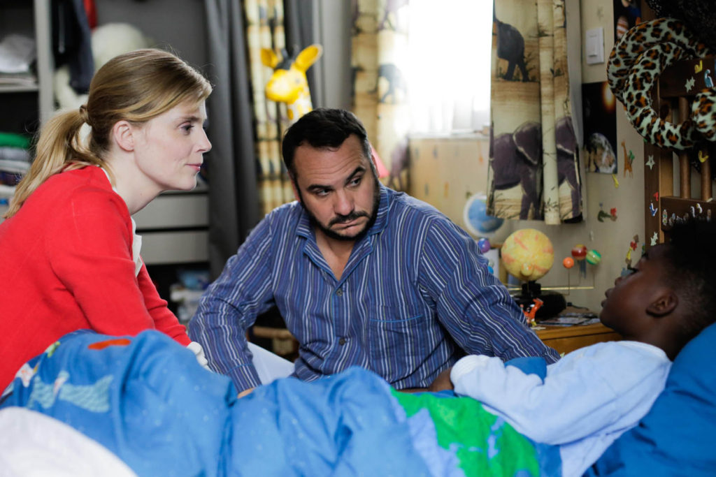 Dans Comment j'ai rencontré mon père, François-Xavier Demaison et Isabelle Carré jouent les parents d'un petit garçon adopté