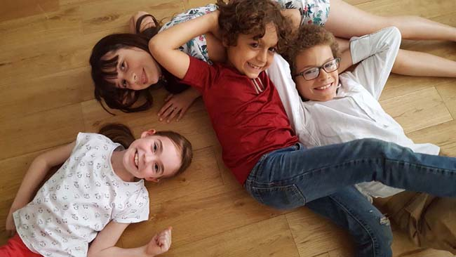 enfants-dans-film-la-cabane-a-histoires