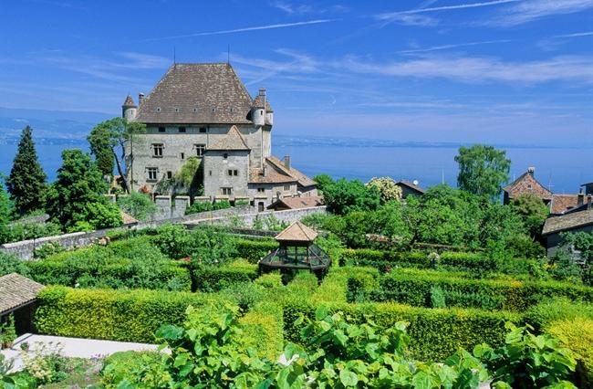 Yvoire - Le chateau et le jardin des cinq sens