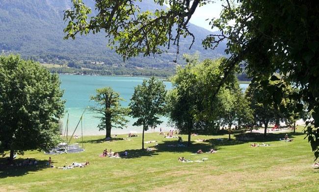 La plage du Sougey sur le lac d'Aiguebelette