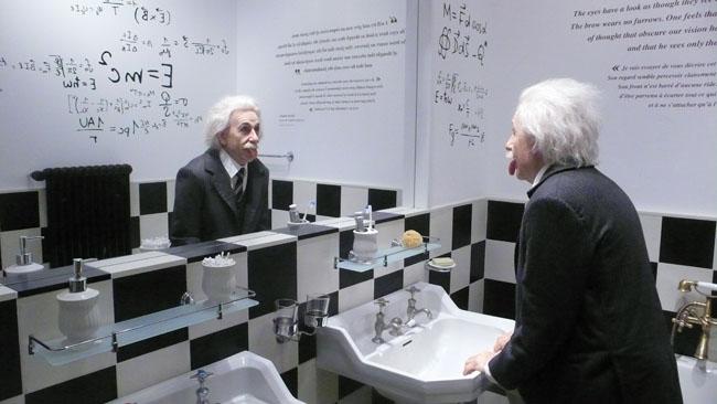 Statue de Einstein dans salle de bains de la maison Chaplin de Vevey
