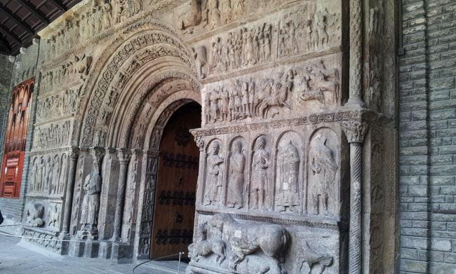 Portail époque romane du monastère de Ripoll