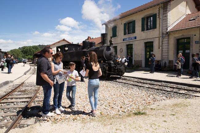 Train de l'Ardèche en famille en gare