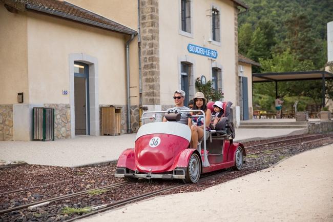 Vélorail en famille sur le chemin de fer du Train de l'Ardèche