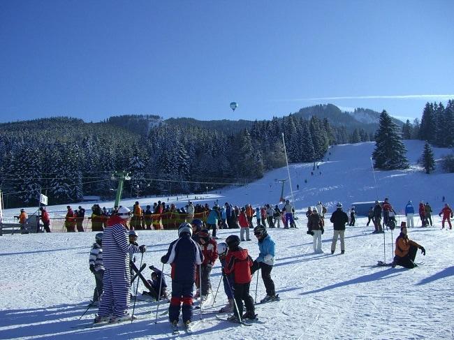 école de ski en station familiale de moyenne montagne
