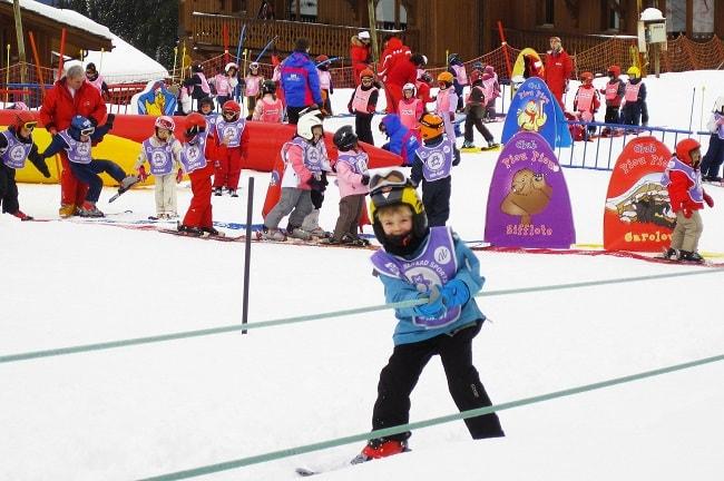ecole de ski en station familiale des Alpes