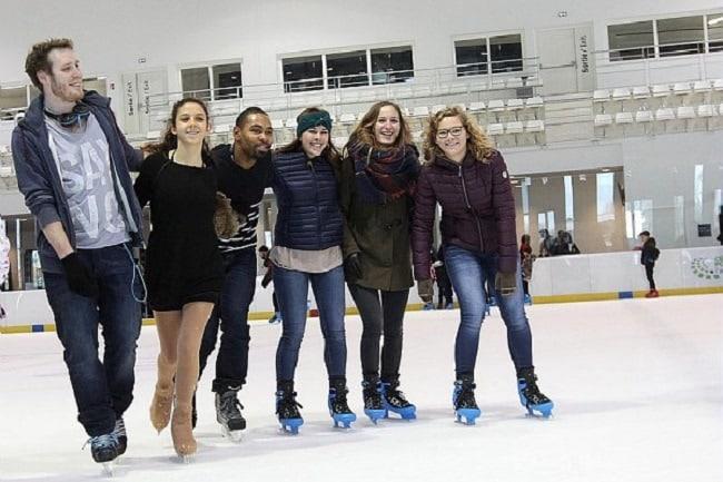 ados sur patinoire indoor cergy pontoise