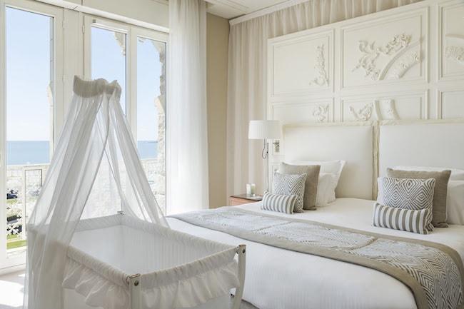 chambre avec un bébé à l'hotel le royal
