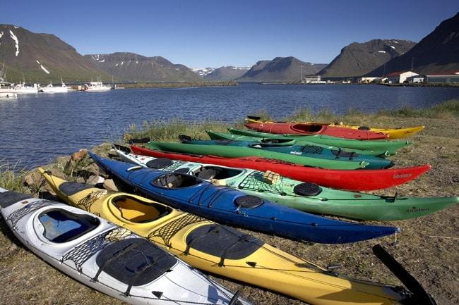 activités en famille en Islande canoë sur le lac
