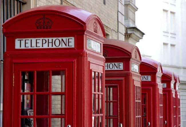 cabines téléphoniques britanniques typiques