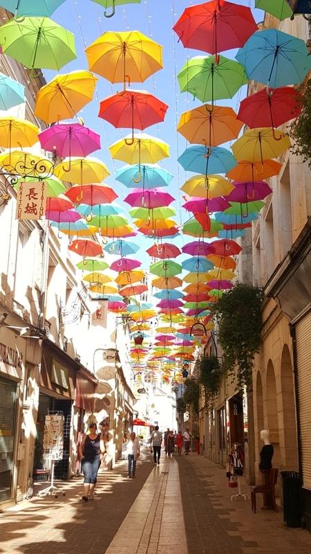 laon rue chatelaine ciel de parapluies