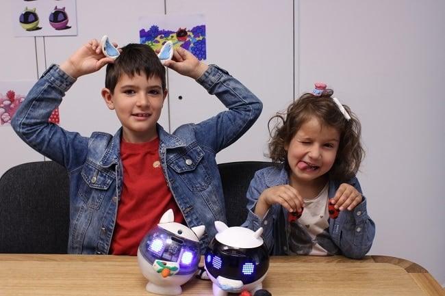 enfants avec robot Winky