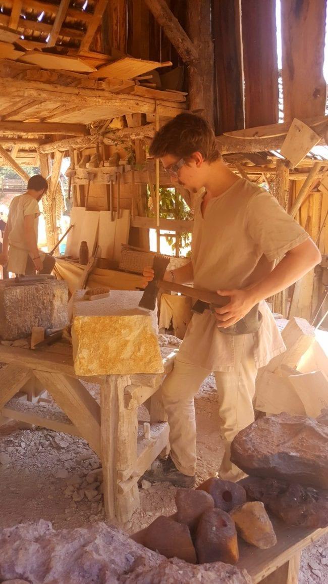 tailleur de pierre Guédelon