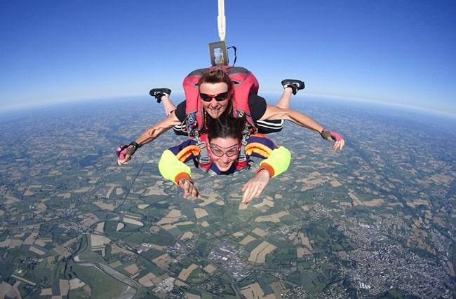 saut en parachute en couple