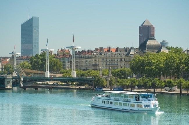 Bateau touristique à Lyon