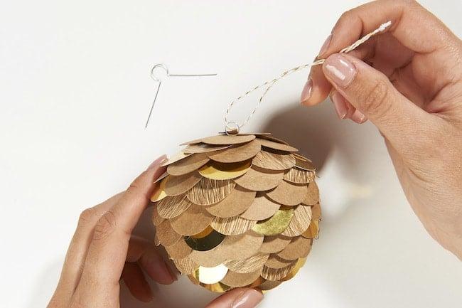 Déco Noel DIY Cultura - Pomme de pin en papier