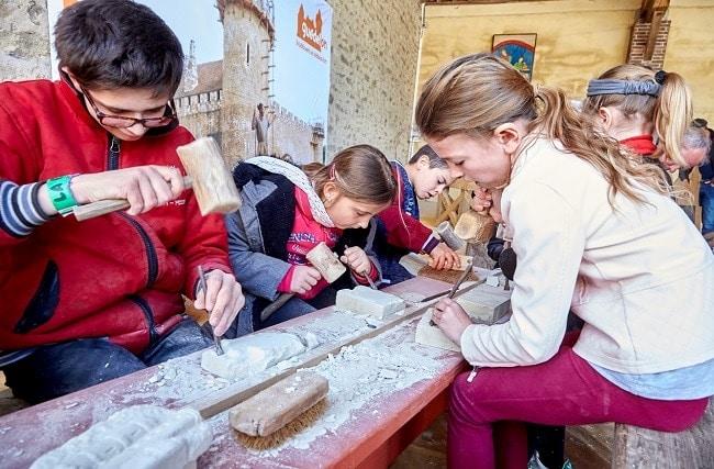 Family Week atelier enfants avec Guedelon