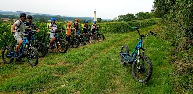 Activités en famille en Saône-et-Loire, balades d'Estelle en trottinettes tout terrain