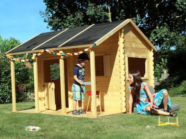 jeux de plein air, maison en bois pour enfants