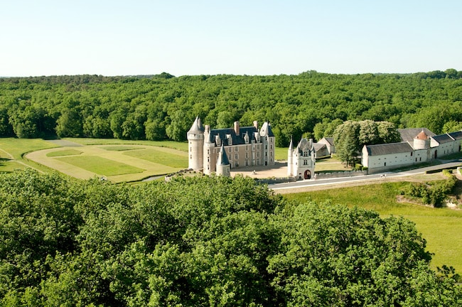 château de Montpoupon vue aérienne