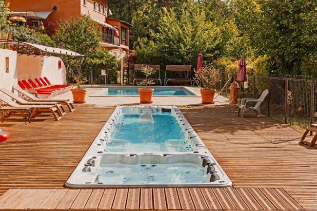 village de gîtes Lubéron avec piscine