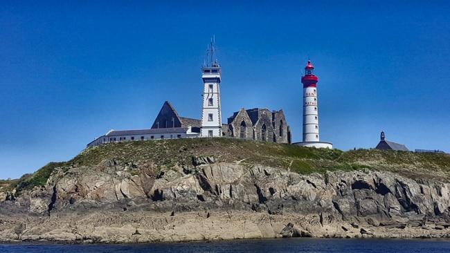 Finistere pointe Saint Mathieu vue depuis la mer