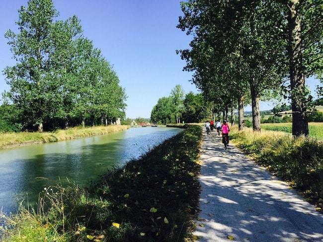 à vélo en famille le long du canal de Bourgogne et du Nivernais