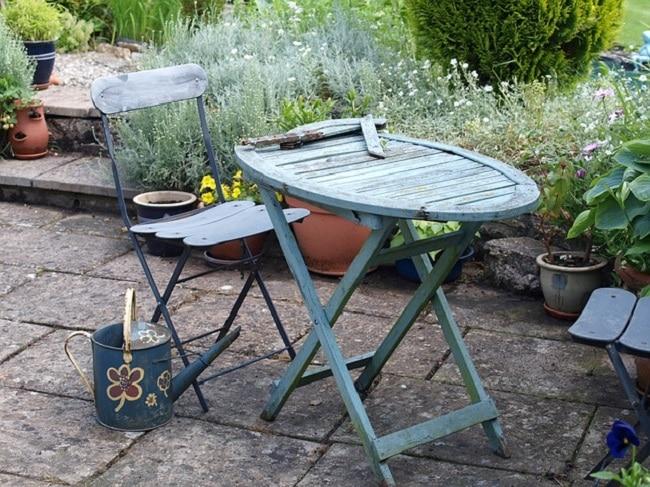 table de jardin dans de récup pour espace extérieur aménagé