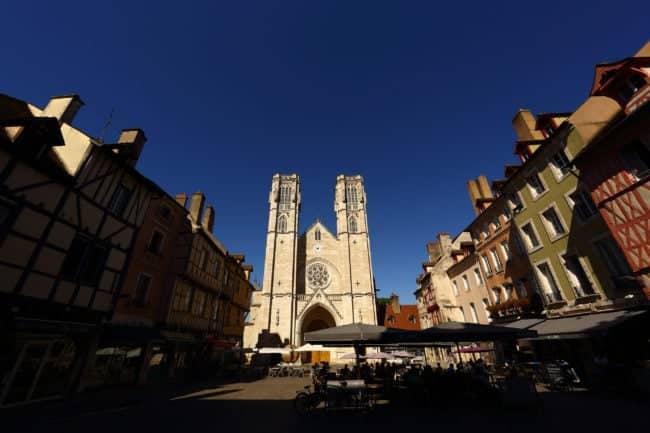 La cathédrale de Chalon sur la place Saint Vincent