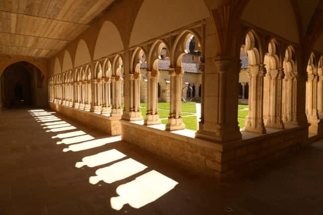 Le cloître de la cathédrale Saint Vincent de Chalon