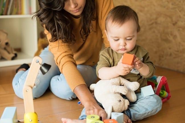 aider son enfant à évoluer avec la méthode Montessori