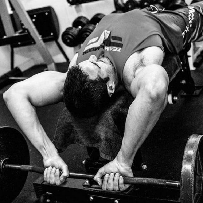 exercices de musculation pour homme avec haltères