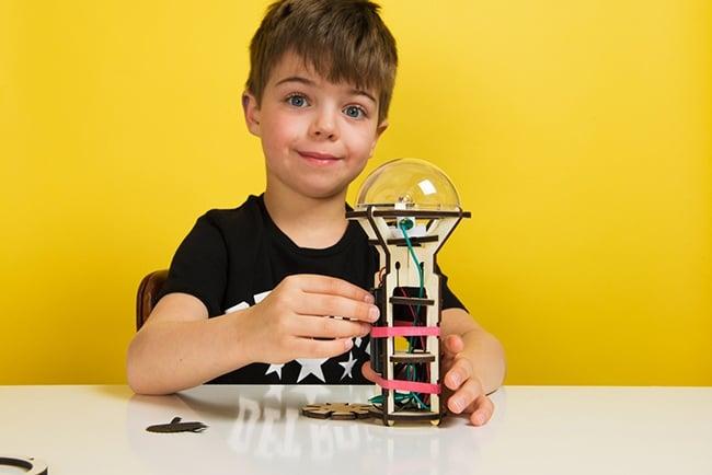 kit créatif Koa Koa, construire une lampe torche