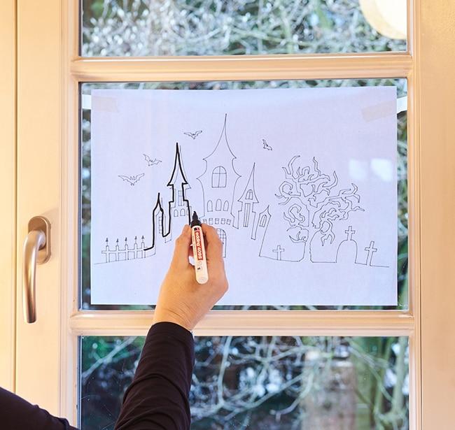 déco fenêtre Halloween feutre Edding